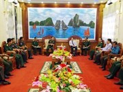 Des officiers cambodgiens visitent la province de Soc Trang