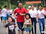 Près de 20.000 participent à la course caritative Terry Fox Run à HCM-Ville