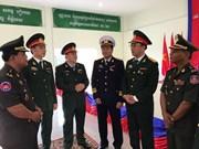 De jeunes officiers militaires vietnamiens au Cambodge