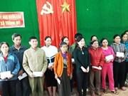 Remise de cadeaux des Viêt kiêu de France aux sinistrés des crues de Thanh Hoa