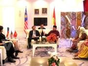 Une délégation du Parti au congrès de l'UMNO de Malaisie