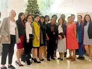 Le journal Sai Gon Giai Phong reçoit une délégation d'Américaines