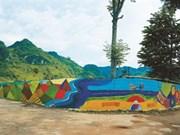Un village aux fresques murales à Hoà Binh