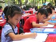 Un concours de peinture célèbre les 45 ans des relations diplomatiques Vietnam-Singapour