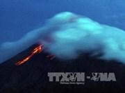 Philippines : le volcan Mayon menace d'entrer en éruption, des milliers d'habitants évacués