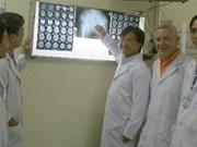 Un orthopédiste Viêt kiêu aux allures de magicien