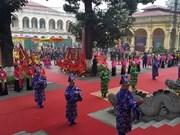Offrandes en hommage aux rois méritant du pays