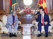 Entrevue entre les présidents du Vietnam et du Bangladesh