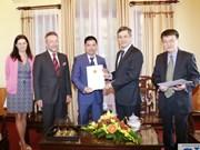 Remise de l'attestation de consul d'honneur de la République tchèque à Hai Phong