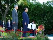 Cérémonie d'accueil réservée au Premier ministre Nguyên Xuân Phuc à Singapour