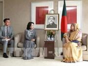 La vice-présidente Dang Thi Ngoc Thinh rencontre la PM bangladaise