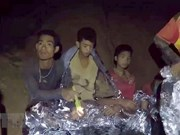 Thaïlande: 4 des 12 jeunes prisonniers de la grotte évacués