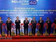 Le Premier ministre Nguyen Xuan Phuc assiste au Sommet de l'industrie 4.0