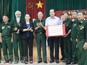 La présidente de l'AN rend visite à des invalides à Ha Nam