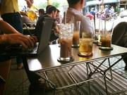 Les cafés au bord de la route - une caractéristique de Hanoï