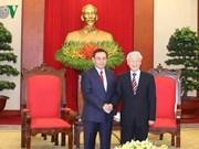 Le secrétaire général du PCV reçoit une délégation du Front d'édification nationale du Laos