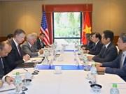 Le vice-PM Trinh Dinh Dung reçoit des représentants d'entreprises américaines
