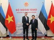 Le vice-PM Pham Binh Minh s'entretient avec le ministre estonien des AE