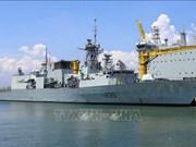 Une flotille de la Marine royale canadienne visite la ville de Da Nang
