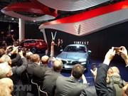 Deux modèles de voiture de Vinfast présentés au Mondial de l'Auto 2018 à Paris