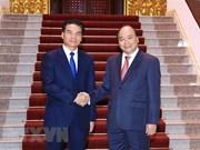 Le PM Nguyen Xuan Phuc reçoit le ministre président du bureau du PM laotien