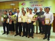 De nouveaux membres adhérent à l'Association Vietnam-États-Unis