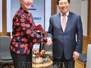 ASEM 12 : le chef de la diplomatie du Vietnam rencontre des responsables étrangers