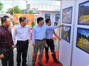 """L'ouverture de l'exposition photographique """"A travers des régions patrimoniales"""" à Ninh Binh"""