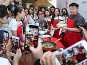 Un chef cuisinier sud-coréen célèbre promeut la cuisine de son pays au Vietnam