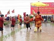 """Fête commémorant le fait que """"les rois Hung enseignent à la population la riziculture"""""""