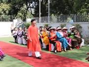 Promotion de l'ao dai du Vietnam auprès des amis aséaniens et indiens