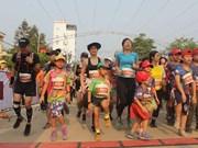 Plus d'un millier de coureurs sur la route du bonheur à Hà Giang
