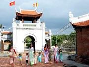 Une exposition photographique présente des pagodes vietnamiennes
