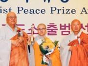 Une bonzesse vietnamienne reçoit un prix de la paix du bouddhisme
