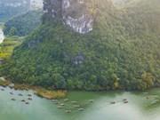 La beauté poétique du complexe paysager de Trang An en printemps