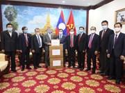 Le Vietnam remet du matériel médical au Laos