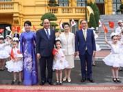 Cérémonie d'accueil du Premier ministre japonais à Hanoi