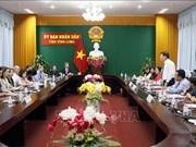 Une délégation d'assistants parlementaires américains en visite à Vinh Long  