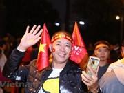 Des milliers de personnes affluent vers le stade de My Dinh pour le match Vietnam-Thaïlande