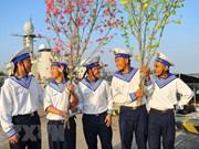Cadeaux du Têt pour les militaires en mission sur la plate-forme DK1 et l'île de Con Dao