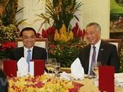 Le Premier ministre chinois s'entretient avec son homologue singapourien