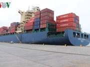Deux premiers navires mouillent au port de Cai Lan