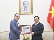 Le vice-PM Vuong Dinh Huê reçoit un responsable de l'OCDE