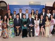 La présidente de l'AN rencontre des représentants de la communauté des Vietnamiens au Qatar