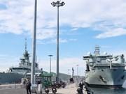 Deux navires de la Marine royale canadienne en visite au Vietnam