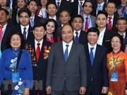 Rencontre du Premier ministre avec des Viet kieu de retour au pays pour le Têt