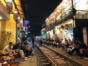 La «rue du train» de Hanoi impressionne les touristes étrangers