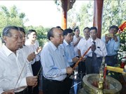 Le Premier ministre Nguyên Xuân Phuc rend hommage aux héros morts pour la Patrie à Quang Nam