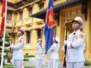Le Vietnam hisse le drapeau de l'ASEAN pour célébrer le 53e anniversaire de l'ASEAN