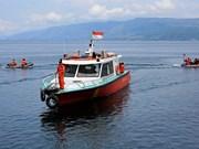 Indonésie : un mort et 12 portés disparus dans le chavirement d'un bateau
